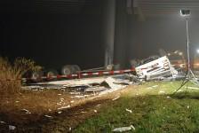 Truck stort van viaduct - fataal ongeval