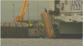 Truck hangt uit ferry