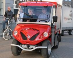 Cargohopper maakt ritje met minister Cramer