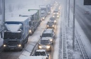 Winters weer hindert vrachtwagens