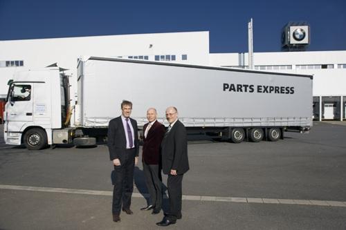 Adri Langhorst van BMW Nederland, Norbert van Duuren en Dick Pothuizen van Parts Express