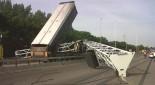 Kipper zorgt voor chaos op A12 - juli 2010