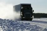 Scania ploegt door de sneeuw