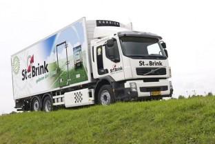 Volvo FE Hybrid voor St. van den Brink
