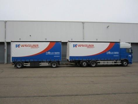 DAF 6x2 motorwagens met twee-assige schamel-aanhangwagens voor transport van medische apparaten