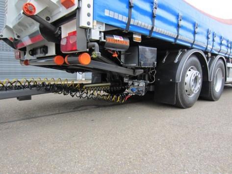 Viertons laadklep met hydraulische steunpoten maakt lossen op lokatie mogelijk