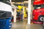 trucks in werkplaats