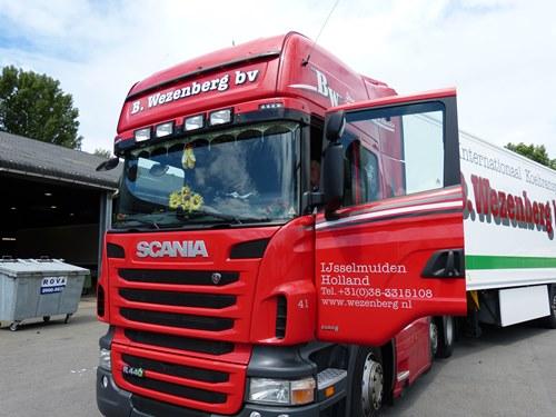 De Wezenberg Groep neemt na de vervanging van al het materieel naar Scania Euro 6 de volgende stap in de verdere verlaging van de CO2-uitstoot; 150 chauffeurs gaan het Fleet Consultancy by Scania prog