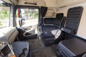 Het SoloStar heeft een zeer relaxte stoel plus handig tafeltje. Als bijrijdersstoel is de hoekzetel iets te comfortabel om lang mee te rijden.