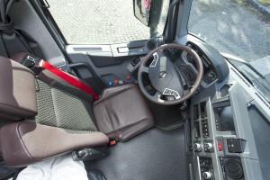 Leer in combinatie met hard plastic: de cockpit is comfortabel, eigenzinnig en eigentijds.