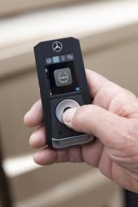 Met deze 'sleutel' kunnen veel functies ook buiten de cabine worden bediend.