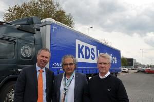 Links Andre Menzing, midden Jiannis Kostopoulos en rechts Karel van Suchtelen van KDS Logistics.