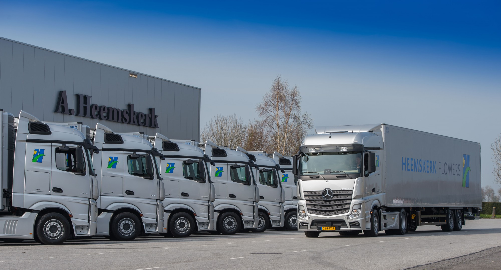 Negen actros trekkers en schmitz trailers voor heemskerk for Mike schmitz mercedes benz dealership