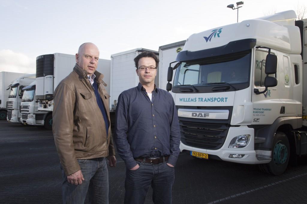 """Willems Transport gebruikt FleetXPS vooral voor barcodescanning. """"We verwachten dat dit steeds meer gemeengoed wordt"""", zeggen Arie van Rijn (links) en Lucien Willems."""