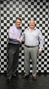 Jon DeGaynor, CEO van Stoneridge Inc (links) en Henrie G. van Beusekom, Executive Director van Orlaco.