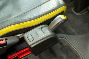 Sommige chauffeurs willen de pook nog aan de stoel, anderen kunnen uit de voeten met de schakelknoppen op het dashboard