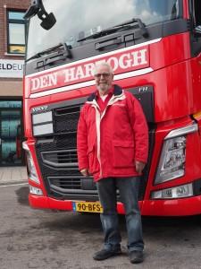 Chauffeur Hans Vlasboom van Den Hartogh gaat als eerste rijden met de nieuwe tanks.