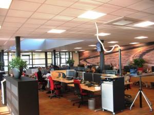 Onlangs breidde Heuver de kantoorruimte uit, zodat de verkoopafdeling vanuit een moderne omgeving de klanten bedient.
