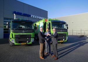 Ron Frederiks, manager uitvoering van Dar, Jan Schouten, Dealer Sales Manager Volvo Trucks en Wilfred van Oort, accountmanager BAS Nijmegen.