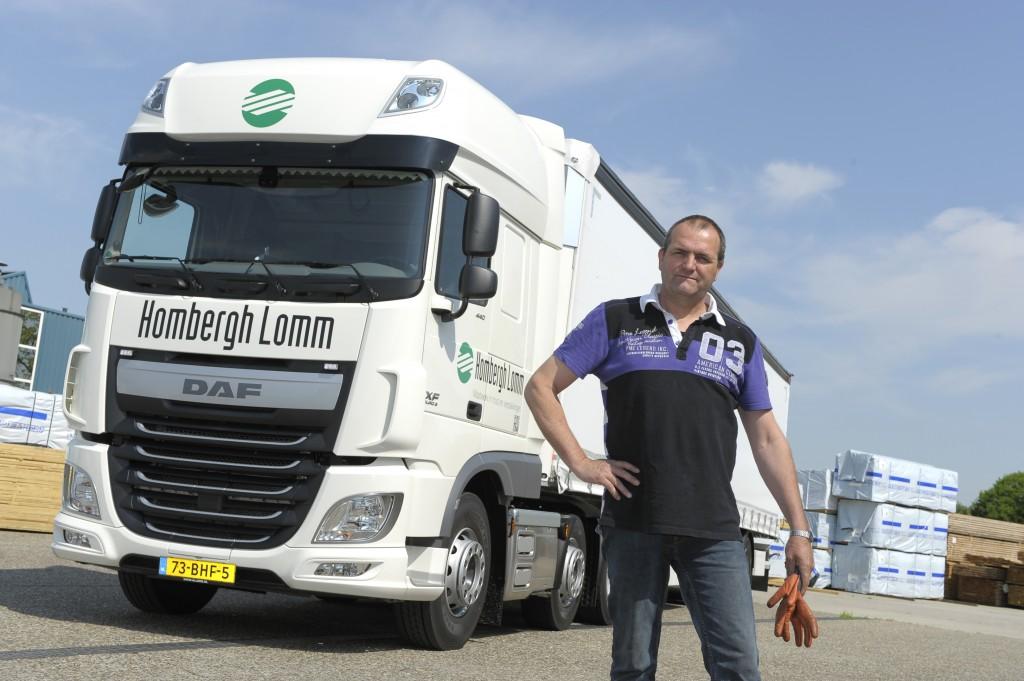 Chauffeur Rob Joosten met zijn nieuwe XF