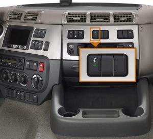 De Silentknop voor de LF en CF zit op een wat vreemde plaats midden op het dashboard.