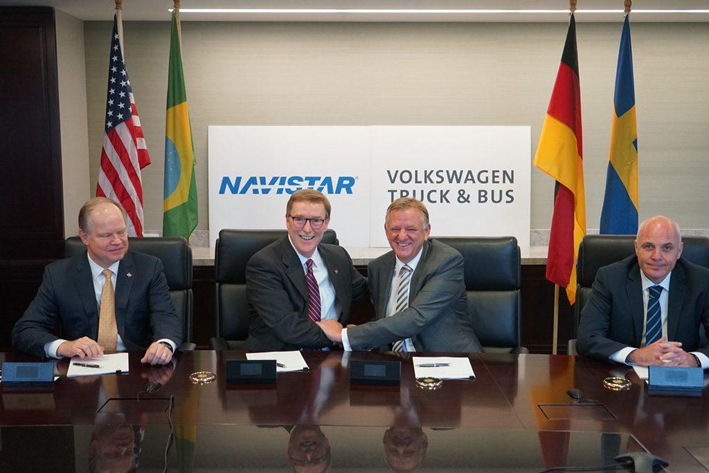 De samenwerking tussen VW en Navistar beklonken: van links naar rechts Walter G. Borst (CFO Navistar), Troy Clarke (CEO Navistar), Andreas Renschler (CEO Volkwagen Truck & Bus) en Matthias Gründler (CFO Volkswagen Truck & Bus)