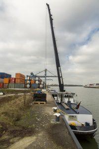Voor scheepsbevoorrading zet Estron vandaag de dag een schip in: stukken efficiënter en milieuvriendelijker dan vrachtauto's.