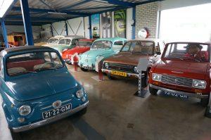 Deze 500, de Daihatsu's en de andere Fiats vormen slechts een klein deel van Alberts collectie.