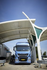 Bij het LNG en CNG tankstation van Rolande in Tilburg is het maar zelden rustig .