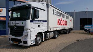 Een Actros van Ster Verhuur + een Kögel van Truck en Trailer Groep NL