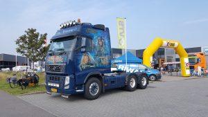 Fraaie trucks meteen al bij de ingang: een FH in Pirates of the Caribbean uitmonstering