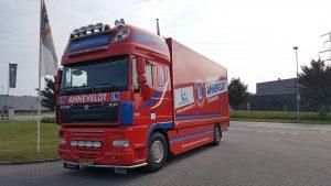Verkeersschool Anneveldt gaf aan iedereen met een B-rijbewijs de mogelijkheid zelf een vrachtwagen te besturen.