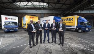 v.l.n.r.: Ewald Kaiser, COO DB Schenker AG; Piotr Sikorski, Niederlassungsleiter Area Manager Nord DHL Freight GmbH; Marc Llistosella, Leiter von Daimler Trucks Asia; Nicolas Rottmann, Geschäftsführer der Rhenus Home Delivery GmbH; Stefan Hohm, Corporate Director, Corporate Solutions, Research & Development Dachser SE // f.l.t.r.: Ewald Kaiser, COO DB Schenker AG; Piotr Sikorski, Head of Branch Area Manager North DHL Freight GmbH; Marc Llistosella, Head of Daimler Trucks Asia; Nicolas Rottmann, Managing Director Rhenus Home Delivery GmbH; Stefan Hohm, Corporate Director, Corporate Solutions, Research & Development Dachser SE