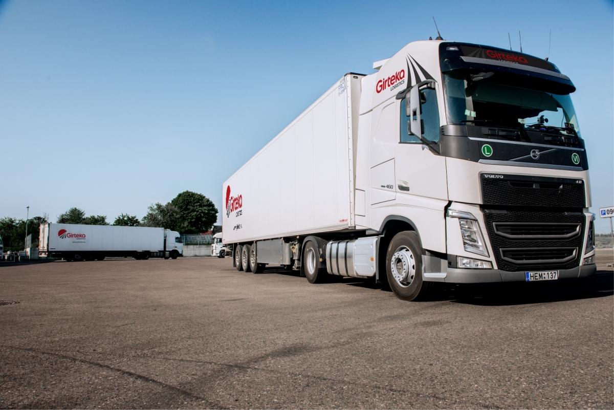 Girteka Trailer on Lng Volvo Trucks
