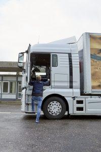 Een hele nette instap voor een grote truck als deze; op 145 cm stap je binnen.