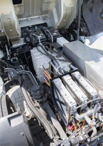 Waar normaal een Paccar MX-motor zit, zien we nu een elektromotor van VDL zitten.