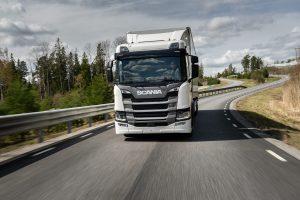 De Scania G410 konden we hier nog slechts proefrijden, binnenkort rijden we een test met deze truck.