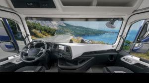 De cabine is doordacht ingericht. Er is veel aandacht voor comfort en er is goed nagedacht over ergonomie.