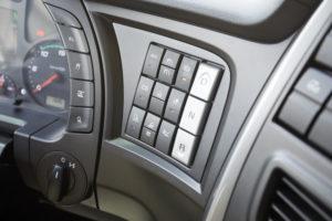 De Hi-Tronix transmissie laat zich bedienen met deze knoppen in het dashboard.